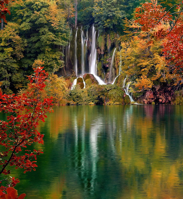 osenniy_vodopad (643x700, 244Kb)