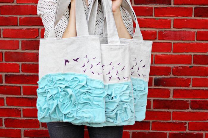 Идея возникла довольно-таки неожиданно, когда мы увидели в магазине простые холщовые хозяйственные сумки...