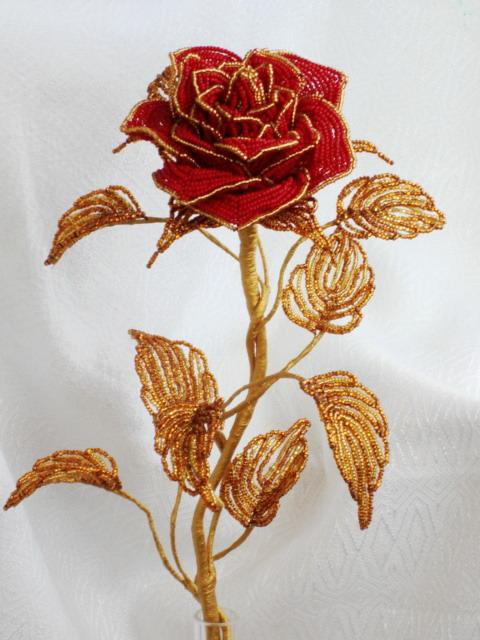 поделки из бисера цветы для начинающих.