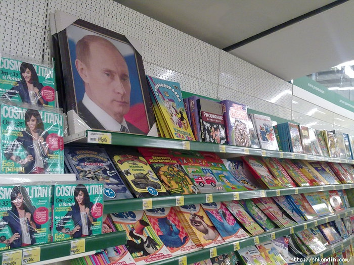 1317502731_Putin_odin (700x525, 319Kb)