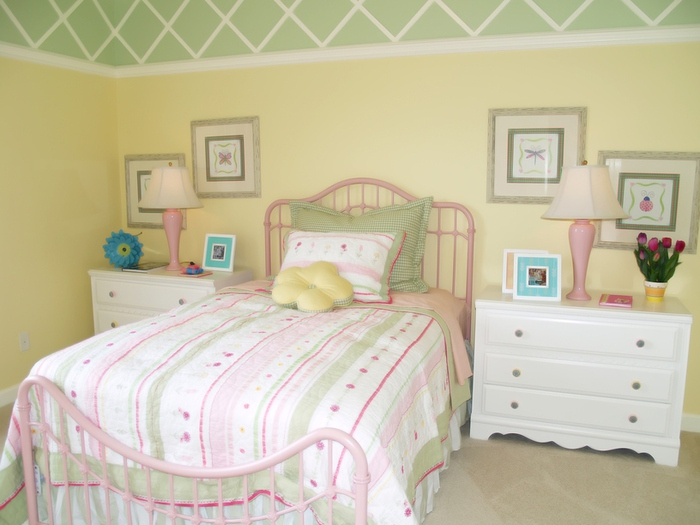 Спальня без окна маленькая фото 14