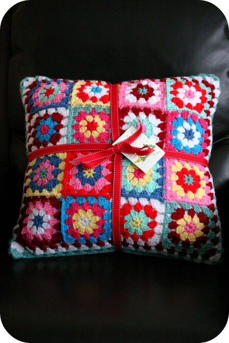 crochet cushion1 (466x700, 108Kb)