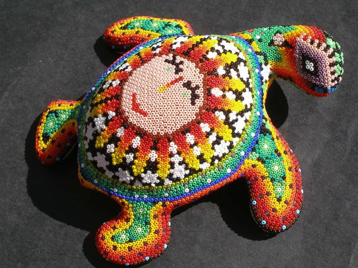 #игры_занятия.  Путешествуем в творческий мир Мексики.  Очень красивые и позитивные штуки они делают из бисера.