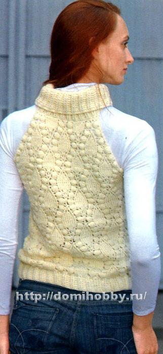 Вяжется этот женский жилет спицами.  Схемы вязания ниже фото и выкройка ниже.  Украшением жилетки является рисунок.