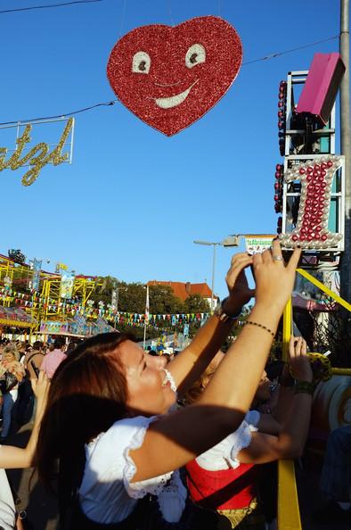 Oktoberfest+2011+Last+Day+-t3beI4p2pHl (394x594, 96Kb)