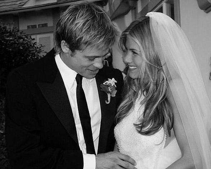 Jennifer Anistons Wedding Photos  Brides