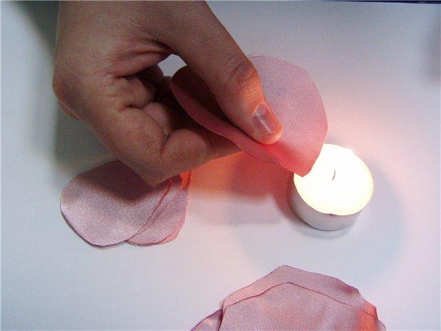 Сделать лепестки роз из ткани