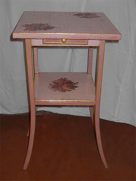 Следующий слой - она же, подкрашенная в нежно розовый цвет Дальше нет фотографий, но и так понятно... - 5/3576489_Stolik2 (450x600, 189Kb)