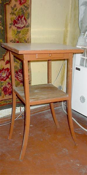 Столик для цветов линолеум, шпатлевка, водоэмульсионка(белая), акриловые краски(красная, ультрамари... - 2/3576489_IM003452 (298x600, 178Kb)