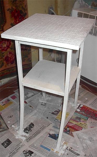 Столик для цветов линолеум, шпатлевка, водоэмульсионка(белая), акриловые краски(красная, ультрамари... - 7/3576489_IM003474 (372x600, 202Kb)