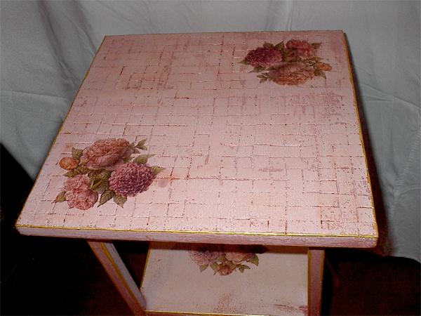 Следующий слой - она же, подкрашенная в нежно розовый цвет Дальше нет фотографий, но и так понятно... - 2/3576489_Stolik3 (600x450, 239Kb)