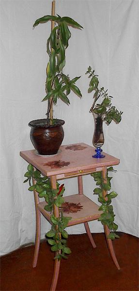 Столик для цветов линолеум, шпатлевка, водоэмульсионка(белая), акриловые краски(красная, ультрамари.../3576489_5c940a400f12363de4 (287x600, 26Kb)