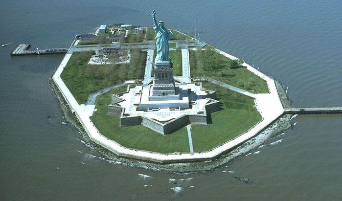 Liberty_Island (700x411, 50Kb)