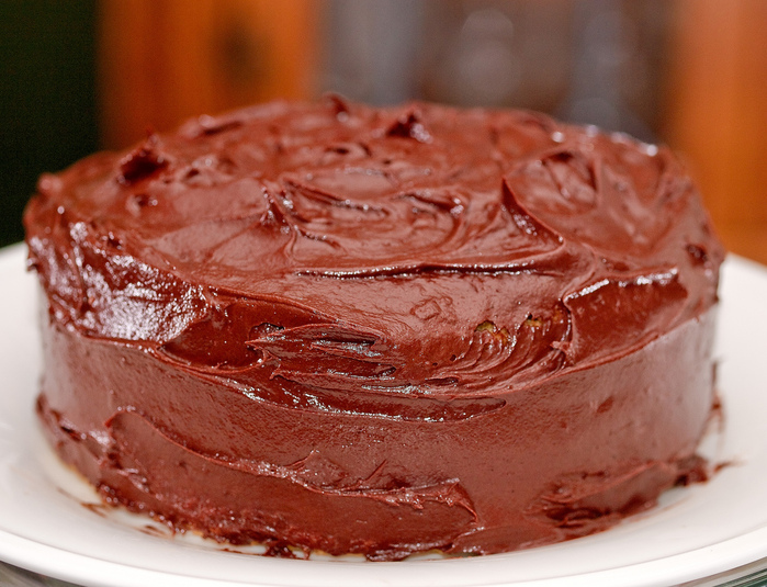 4278666_3647989324_6d382b68a3_Chocolate_frosted_yellow_cake_069_L (700x535, 208Kb)