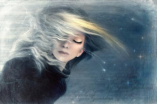 белая полночь тиха и ясна в воздухе вкрадчиво веет весна