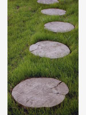Многообразие форм и богатая цветовая гамма делают тротуарную плитку и искусственный камень весьма популярными.