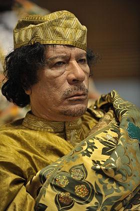 280px-Muammar_al-Gaddafi_at_the_AU_summit (280x421, 32Kb)
