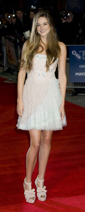 CU-Shailene Woodley-The Descendants premiere during BFI London Film Festival-02 (1) (281x700, 64Kb)