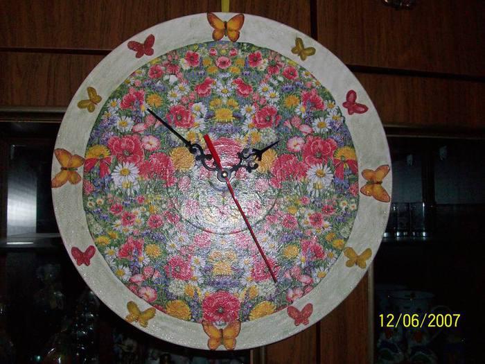 часы (700x525, 68Kb)