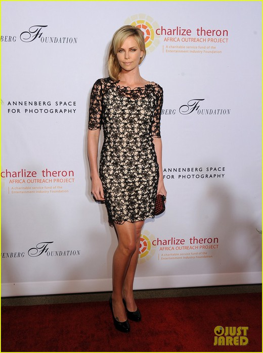 charlize-theron-africa-outreach-project-01 (520x700, 86Kb)