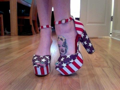 девушки с американским флагом