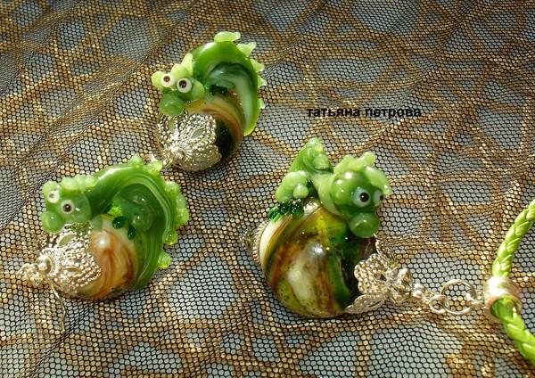 646. Комплект ДРАКОША ГОША ( символ нового 2012 года) - серьги + кулон, стекло, ручная работа на заказ (600x424, 156Kb)