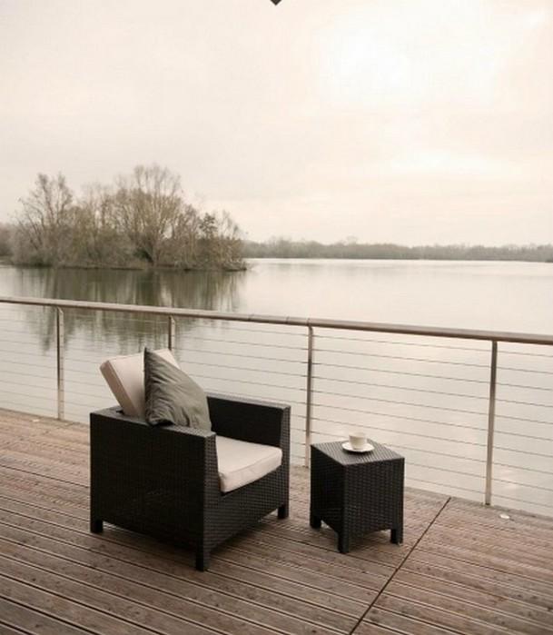 Cовременный частный дом у озера