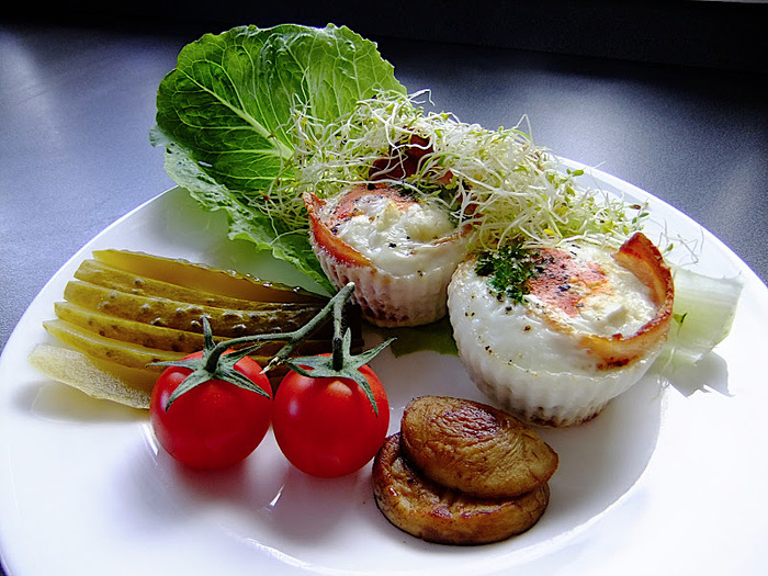 Bacon wrapped eggs with pickled gherkin, mushroom, tomato and alfalfa cress. (700x525, 162Kb)