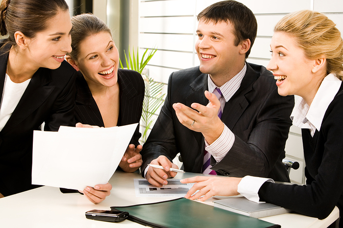 3649429_bigstock_laughing_Discussing_Business_Plans_2547146 (700x466, 319Kb)