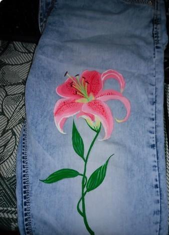 Роспись - Рисуем лилию на джинсах.