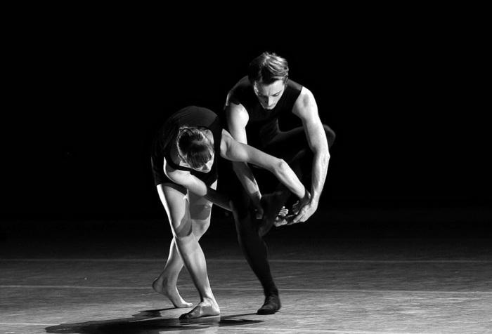 Д. Павленко, А. Пимонов в спектакле  Как старый шарманщик… (700x476, 48Kb)