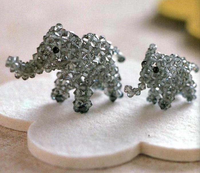 Миниатюрные бисерные слоники