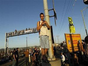 Протесты в Окленде США (300x225, 23Kb)