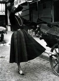 Линии и образы   двадцатых   годов  прошедшего   века   возрождаются  в моду