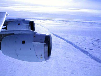 Гигантский айсберг в Антарктиде (422x317, 23Kb)