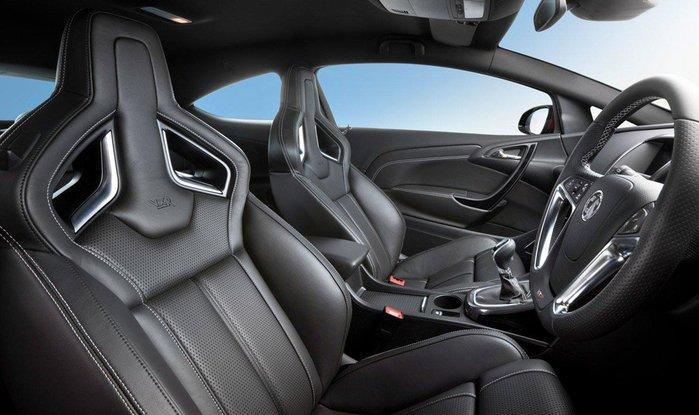 Opel-Astra-OPC-salon (700x415, 59Kb)