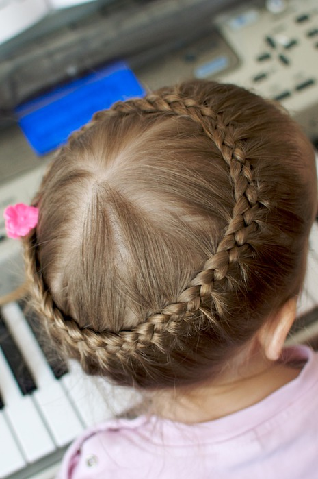 Прическа из косичек для девочек