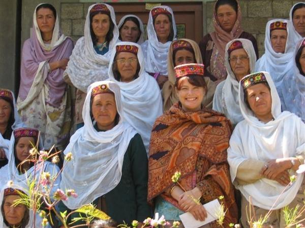 Hunza 605870 hunza women s group 1 600x450 54kb