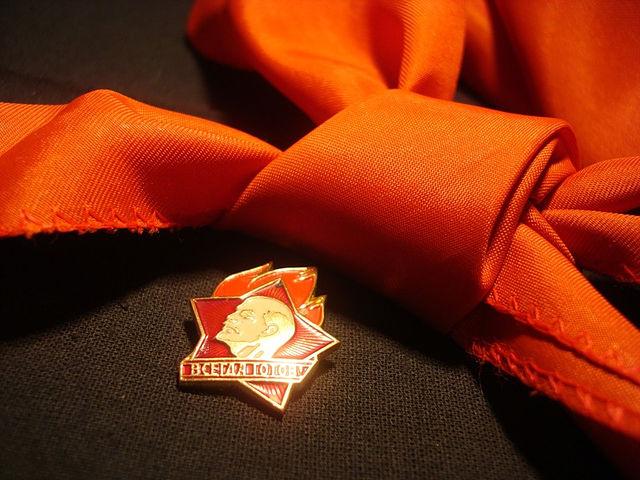 Уральцы гордились красными галстуками, но обменивали их на розовые у чешских друзей.  VIP-опрос 19 мая...