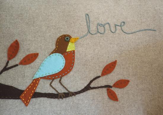 bird pillow detail (550x389, 218Kb)
