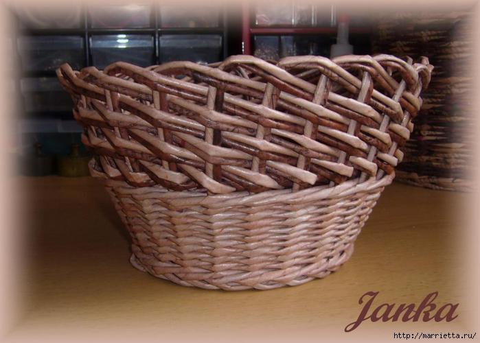 Плетение из газет.  Очень оригинальная корзинка получится при использовании косого вида плетения двумя трубочками.