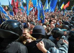краина протест правоохранительные органы зарплаты и пенсииилиция с народом (300x217, 54Kb)
