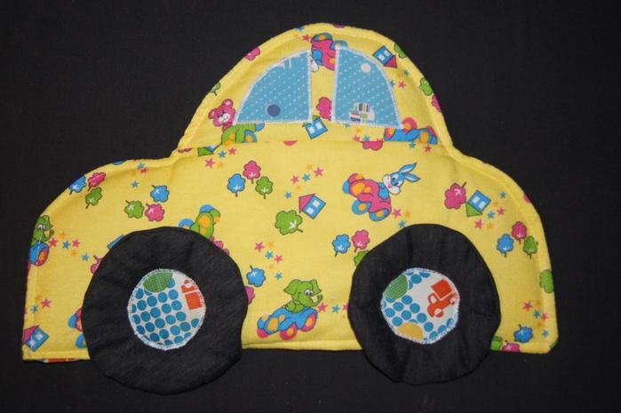 Машинка-подушка We sew and knit machine.