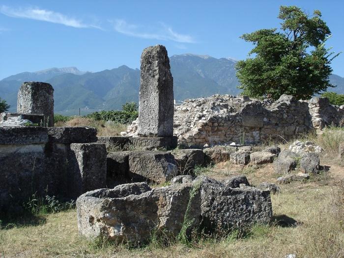 800px-Акрополь_древней_Вергины,_Греция (700x525, 192Kb)