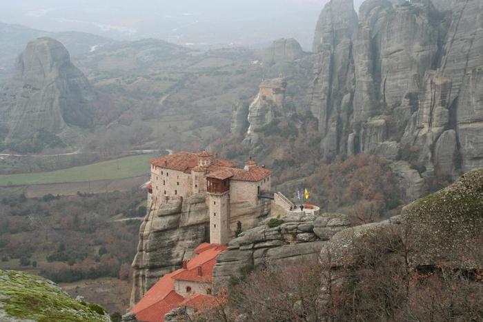 800px-Вид_на_монастырь_Русану_в_Метеорах,_Греция (700x467, 129Kb)