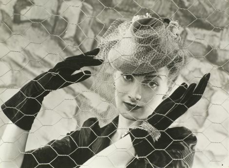 3314741_Model_with_Black_Gloves_and_Hat_for_Voguesmall (470x345, 34Kb)