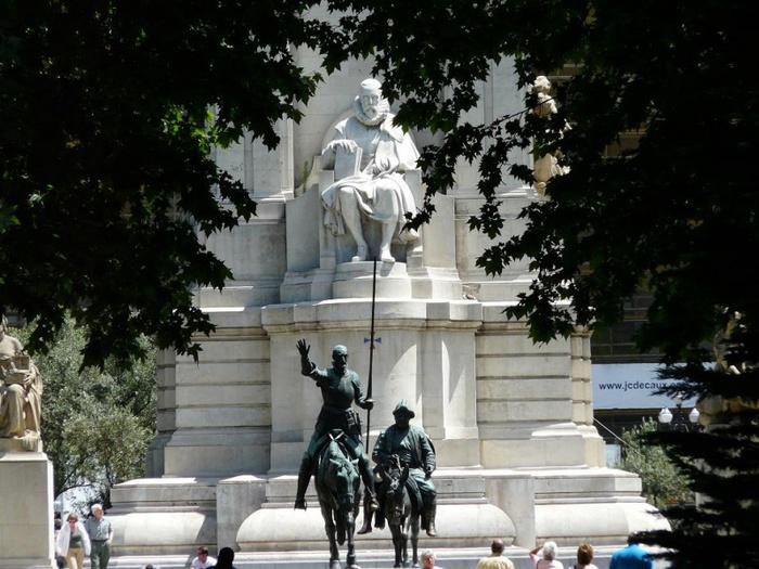 800px-Дон_Кихот_и_Санчо_Панса_в_Мадриде,_Испания (700x525, 151Kb)