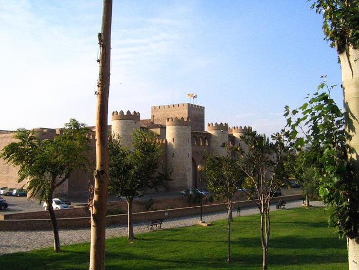 Дворец_Алхаферия_в_Сарагосе (700x525, 65Kb)
