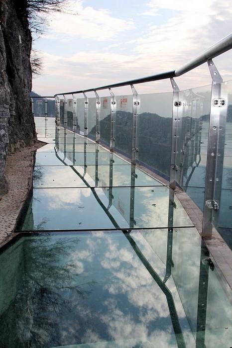 мост из стекла 1 (466x700, 96Kb)