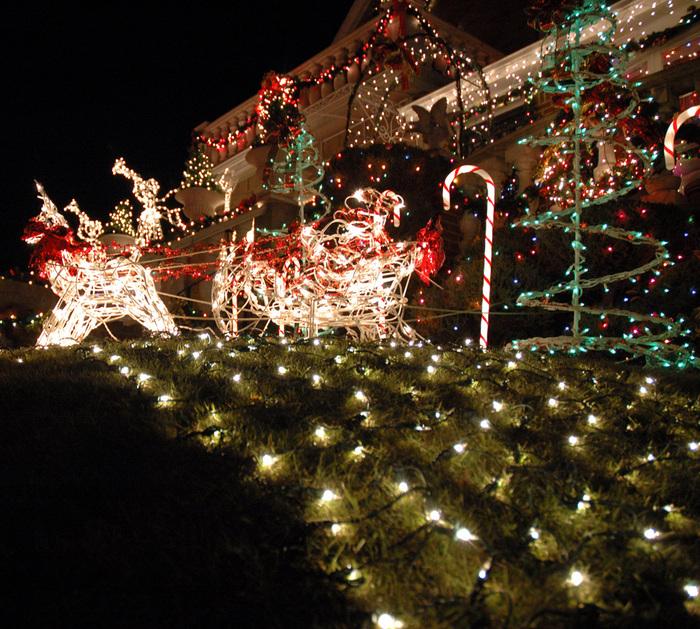 brooklyn-house-christmas-lights-01 (700x629, 284Kb)